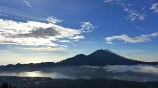 Seal vulkaani otsas võiks vabalt terve päeva vaadet imetleda.